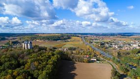 Foto aerea del castello di Buzet-sur-Baise fotografie stock libere da diritti