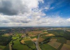 Foto aerea del paesaggio vicino alla città di Herzogenaurach in Baviera in Germania fotografia stock libera da diritti
