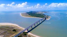 Foto aerea del ponte dell'isola di Noirmoutier in Vendee Immagine Stock