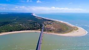 Foto aerea del ponte dell'isola di Noirmoutier in Vendee Fotografia Stock