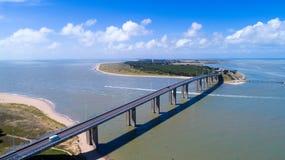 Foto aerea del ponte dell'isola di Noirmoutier in Vendee Immagini Stock Libere da Diritti