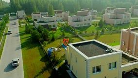 Foto aerea del villaggio del cottage di estate archivi video