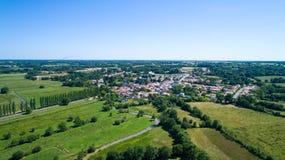 Foto aerea del villaggio di Rouans nella Loira Atlantique Fotografia Stock