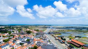 Foto aerea dell'en l villaggio di Noirmoutier del ile del ` Fotografia Stock