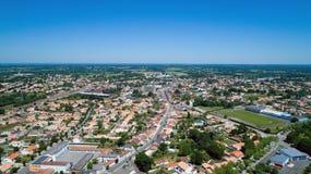 Foto aerea della città di Sainte Pazanne, la Loira Atlantique Immagine Stock Libera da Diritti