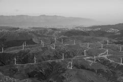 Foto aerea di B&W dell'azienda agricola del mulino a vento Immagine Stock