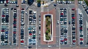 Foto aerea di un parcheggio del centro commerciale Fotografie Stock Libere da Diritti