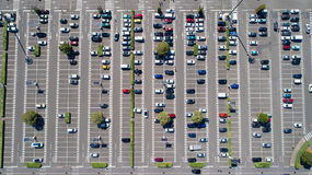 Foto aerea di un parcheggio del centro commerciale Fotografia Stock