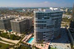 Foto aerea maestosa del fuco di Bal Harbour Miami del condominio delle torri Immagine Stock Libera da Diritti