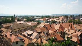 Foto aerea, vista scenica dei tetti di vecchia città, giorno soleggiato, Transferrina, Slovenia fotografia stock libera da diritti