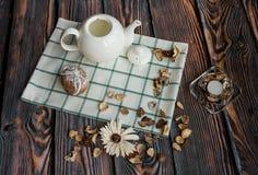 Foto agradable de la comida con la caldera y las galletas Fotos de archivo libres de regalías