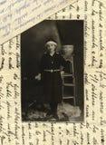 Foto antigua de la original 1915 - chica joven imagenes de archivo
