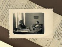 Foto antigua de la original 1950 - clercks fotografía de archivo