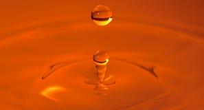 Foto arancione di alta velocità di goccia dell'acqua Fotografie Stock Libere da Diritti