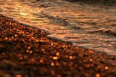 Foto artistica del mare di mattina in tonalità di oro Fotografia Stock Libera da Diritti