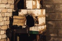 Foto ascendente cercana del horno hecho en casa de la fragua imágenes de archivo libres de regalías