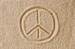 Foto assorbita di macro della sabbia del segno di pace Fotografia Stock Libera da Diritti