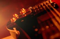Foto astratta della chitarra elettrica macro e in bianco e nero Fotografie Stock Libere da Diritti