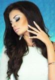 Foto av attraktiv brunettskönhet Royaltyfri Foto