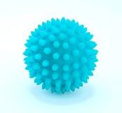 Foto av blåttbollen med grova spikar för utbildning som isoleras på vit bakgrund Royaltyfria Foton