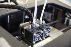 Foto av 3d skrivaren, 3d tryck, tema av elektronisk innovation Arkivfoto