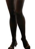 Foto av de kvinnliga benen för perfektion på en vit bakgrund. Royaltyfri Foto