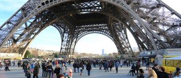 Foto av den Bottome halvan av Eiffeltorn Arkivfoton