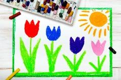 Foto av den färgrika handteckningen: härliga tulpanblommor och sol royaltyfri illustrationer