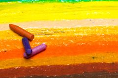 Foto av den färgrika teckningen och olje- pastellfärgpennor, royaltyfri foto