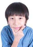 Foto av den förtjusande unga lyckliga pojken royaltyfria bilder