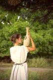 Foto av den grekiska flickan från baksidan Royaltyfri Foto