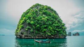 Foto av den lilla ön royaltyfri fotografi