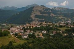 Foto av den Montereale bergbyn i Abruzzo Royaltyfri Foto