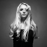 Härlig lady med storartat hår Fotografering för Bildbyråer