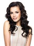 Foto av den unga kvinnan med långt hår för skönhet. Arkivfoton