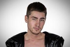 Foto av den unga mannen för brunett Royaltyfria Bilder