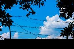 Foto av en blå himmel med moln Arkivbild