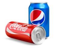 Foto av en coca - cola och Pepsi 330 ml cans coca royaltyfri foto