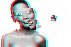 Foto av en ung flickamodell med en afrikansk blick Royaltyfri Foto
