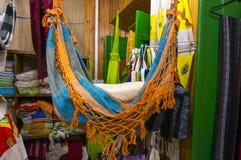 Textilsouvenirlager i Paraty Arkivfoton