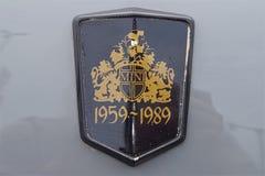 Foto av ett unikt emblem för Mini Cooper billogo som firar 30 år av märket fotografering för bildbyråer