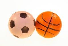 Foto av fotboll- och basketbollar på en ljus bakgrund arkivbild
