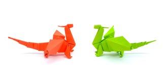 Foto av grön origami och röda drakar som isoleras på vit bakgrund Royaltyfri Foto