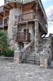 Foto av ingången till det gamla huset i den spanska stilen Arkivfoton