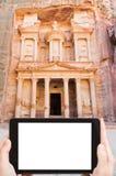 Foto av kassamonumentet i antik stadsPetra Arkivbild