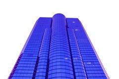 Foto av modern byggnad på vit bakgrund som isoleras med snabba banor. Arkivfoton