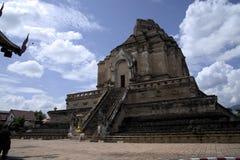 Foto av Wat Chedi Luang i Chiang Mai Thailand Arkivfoto