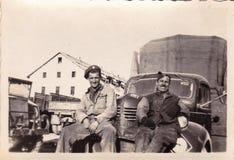 Foto in bianco e nero degli anni 40 WW2 degli uomini di servizio fotografia stock libera da diritti