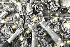Foto in bianco e nero di Pechino, Cina Pranzo di natale Fiocchi di neve dorati di caduta Immagine in bianco e nero Cima della vis Fotografia Stock Libera da Diritti