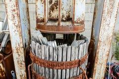 Foto-Bild-Bild eines alten hölzernen runden Weinfasses der Weinlese Stockfotos